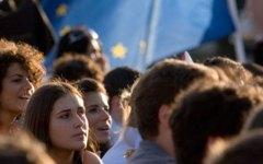 Toscana, metà degli adolescenti non esce mai dopo cena