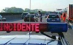 Cortona, incidente stradale: cade dalla moto e muore