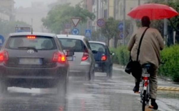 Intenso temporale nel pomeriggio su Pisa