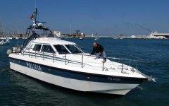 Barca soccorsa dalla polizia al largo di Livorno