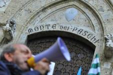 Mps, protesta dei lavoratori a Siena