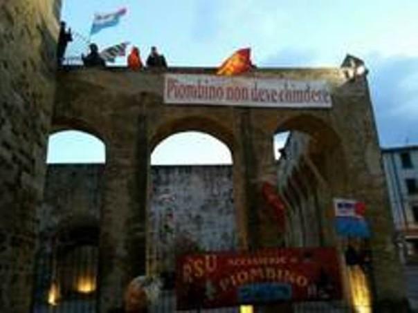 Operai Lucchini occupano fortezza Piombino