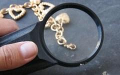 «Riparo gioielli», ma non li restituisce