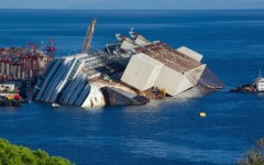 Concordia: Rossi vuole 30 milioni di danni da Costa Crociere per il naufragio. Gli abitanti del Giglio ne chiedono quasi 200