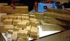 I panetti di hashish sequestrati dalla Squadra Mobile di Livorno