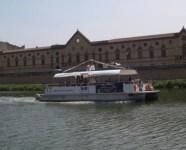 Il battello fluviale sui Navicelli di Pisa