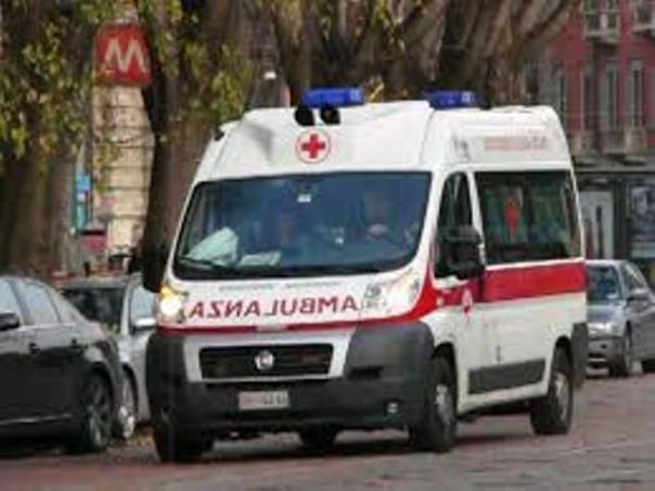 Il motociclista è stato soccorso dall'ambulanza del 118