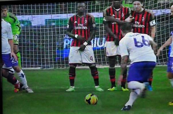 La punizione di Vargas che vale l'1-0 alla Fiorentina