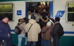 Lucca, paura sulla linea Pisa-Aulla: fumo sul treno e corsa soppressa