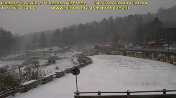 Spruzzata di neve sull'Abetone, è arrivato l'inverno