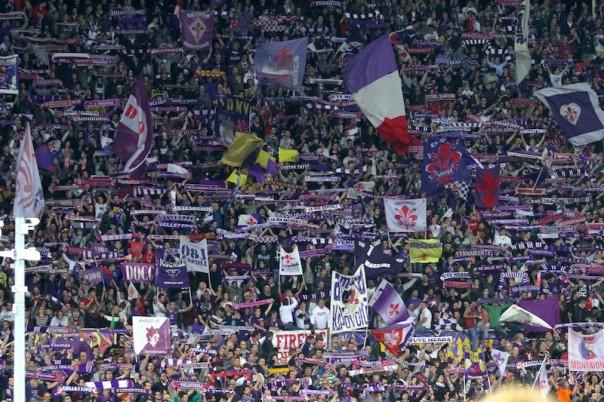 Tifosi allo stadio Franchi di Firenze