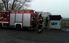 Raid vandalico a Signa, cassonetto bruciato