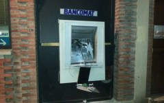 Arezzo, i ladri fanno esplodere il bancomat: grande boato nella notte, la gente pensa al terremoto