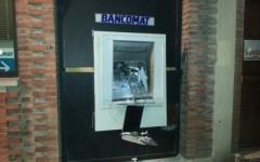 Fanno saltare bancomat ad Altopascio, bottino di 50 mila euro