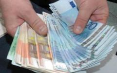 Arezzo, trova mille euro e li consegna alla Polizia