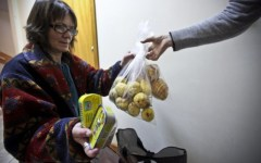 Povertà in Toscana, dossier Caritas 2015: 200 mila i cittadini in stato di bisogno. E i «nuovi poveri» sono italiani