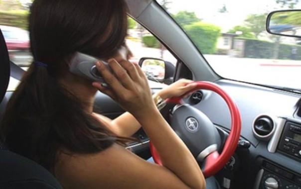 Cellulare alla guida, vizio italiano