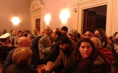 Livorno, fischi dei comitati per la casa durante il consiglio comunale