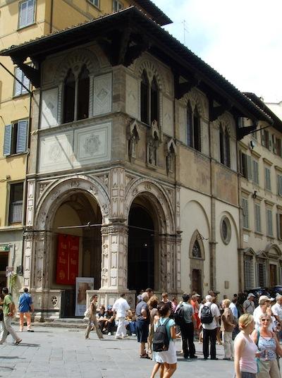 La Loggia del Bigallo in piazza San Giovanni a Firenze