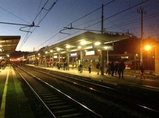 La stazione di Montevarchi alle 7 del mattino, in tanti già in attesa