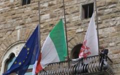 Mandela, Firenze: a mezz'asta le bandiere di Palazzo Vecchio