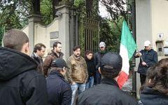 Firenze, blitz di Casaggì contro apertura fast food
