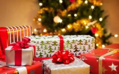 Natale, ogni famiglia spenderà 132 euro per i regali