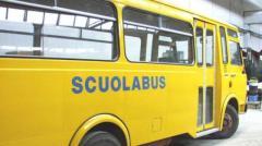 Paura in scuolabus, due ruote escono dall'asse
