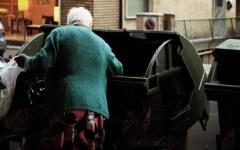 Povertà: raddoppiata in Italia in 10 anni di crisi. L'aumento più alto col governo Monti