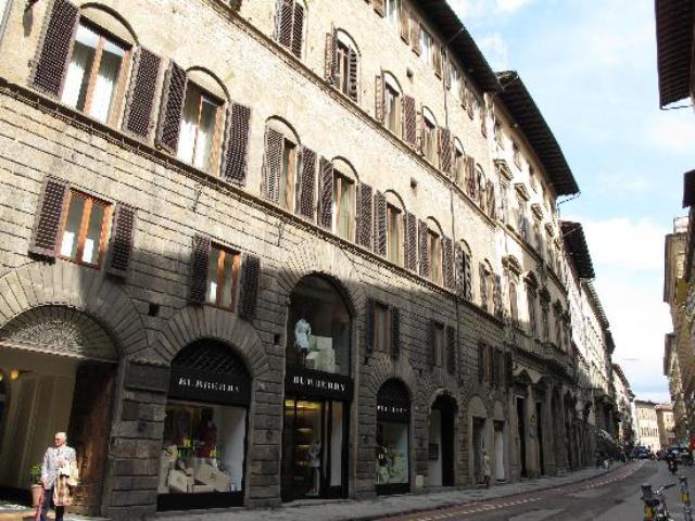 Via Tornabuoni a Firenze dove è avvenuta la spaccata