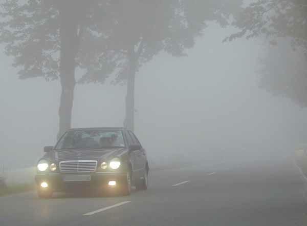 Le insidie della nebbia nella circolazione stradale