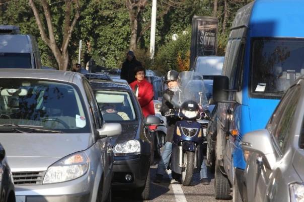 Traffico bloccato sui viali a Firenze