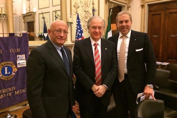 da sin. il direttore Sandro Bennucci, il presidente Lions George Georgescu, il presidente di Confindustria Firenze Simone Bettini