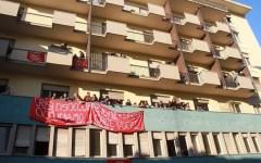 Firenze, comizio di Renzi al Puccini. E i senza casa occupano un edificio lì a due passi