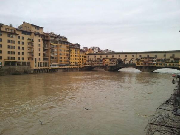 L'Arno in piena agli Uffizi