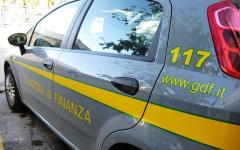 Smartphone contraffatti dalla Cina: sequestrati ad Arezzo 2.200 cellulari. L'operazione della Guardia di finanza