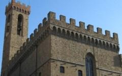 Firenze, allarme per le pietre cadute dal Bargello