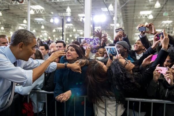 Il presidente Barack Obama accolto dagli applausi dopo l'annuncio dell'aumento del salario minimo: ma che ne sarà della sfida Bitcoin? (29 gennaio 2014 - Official White House Photo by Pete Souza, Licenza Common Creative)