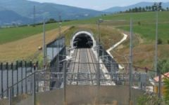Firenze, Alta velocità ferroviaria: fiamme in un pozzetto di cavi. Trovata una bottiglia incendiaria