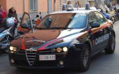 Firenze, tenta estorsione a cliente albanese: arrestata parrucchiera senegalese