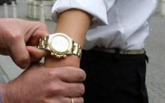 Firenze, sfilavano Rolex agli automobilisti: presi