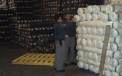 Prato, contrabbando di tessuti: 5 arrestati, 26 indagati