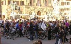 Firenze: «Bambini W la bici!». La prima corsa su due ruote per i più piccoli