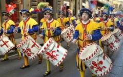 Il calcio storico fiorentino suonerà l'inno della vittoria per il Papa e Renzi