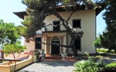 Castiglioncello, in vendita la mitica villa di Alberto Sordi