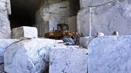 Alpi Apuane, una cava di marmo