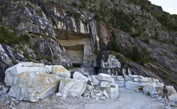 Una cava di marmo sulle Apuane