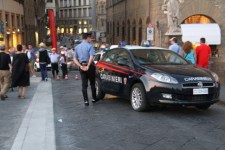 Controlli dei carabinieri nel centro storico di Firenze