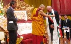 Livorno, al Dalai Lama le chiavi della città: in 7 mila ad ascoltarlo