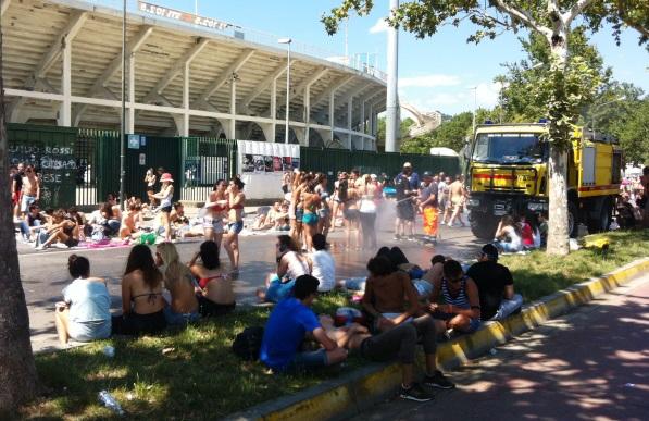 Concerto di Ligabue allo stadio, i fan rinfrescati dagli idranti della VAB